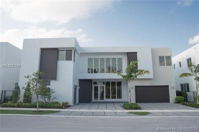 Doral Single Family Home For Sale: 10261 NW 74th Ter