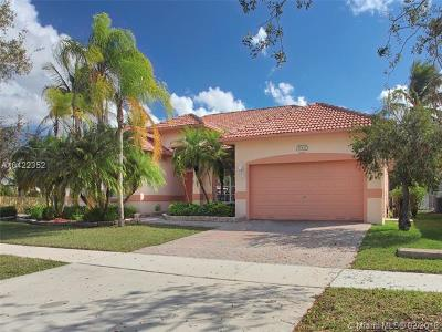 Pembroke Pines Single Family Home For Sale: 16432 N Segovia Cir N