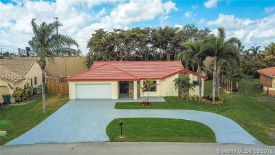 Broward County Single Family Home For Sale: 6651 Wedgewood Ave