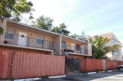 Miami-Dade County Condo For Sale: 15655 SW 82nd Cir Ln #5-12