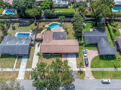 Broward County Single Family Home For Sale: 3720 Cleveland St