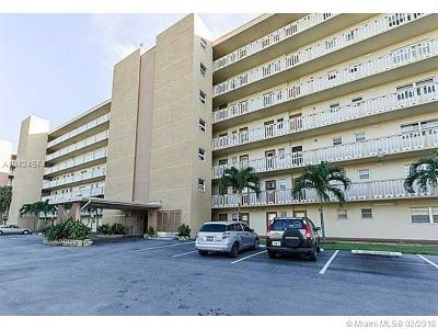 Broward County Condo For Sale: 620 NE 12th Ave #305