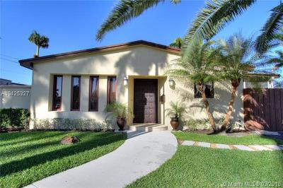 Hollywood Single Family Home For Sale: 906 N 13th Ter