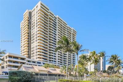 Miami Beach Condo For Sale: 2555 Collins Ave #307