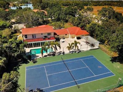 Boca Raton Single Family Home For Sale: 8044 Twin Lake Dr.