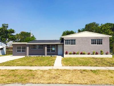 Miami Gardens Single Family Home For Sale: 1741 NW 186th St