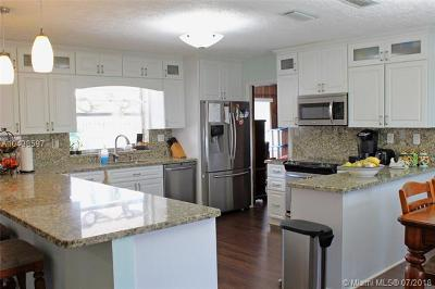 Pembroke Pines Single Family Home For Sale: 10920 NW 18th Pl