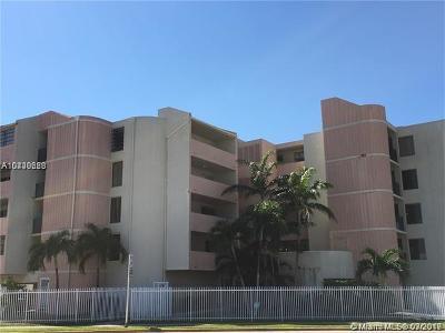 Miami Beach Condo For Sale: 2000 Biarritz Dr #307