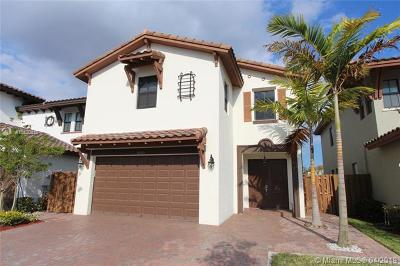 Doral Single Family Home For Sale: 8725 NW 102nd Ct