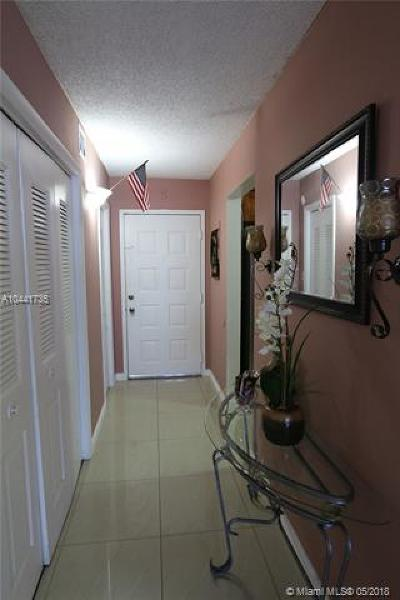 Hialeah Condo For Sale: 6940 E Miami Gardens Dr #1-430