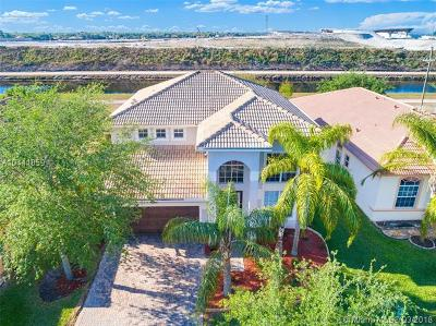 Miramar Single Family Home For Sale: 15120 SW 54th St