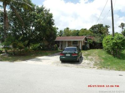 Oakland Park Single Family Home For Sale: 820 NW 34th St