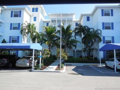 Palm Beach County Condo For Sale: 341 Bay Colony Dr N #341