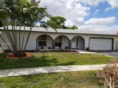 Pembroke Pines Single Family Home For Sale: 1252 NW 89th Ter