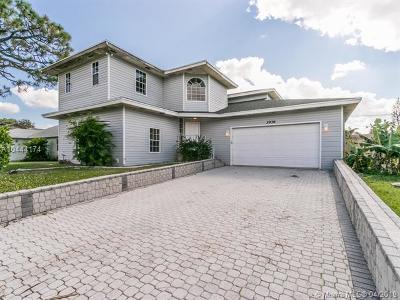 Boynton Beach Single Family Home For Sale: 3936 Tracewood Ln