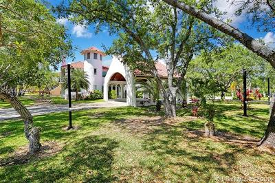 Pinecrest Single Family Home For Sale: 13600 SW 67th Ave