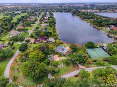 West Palm Beach Single Family Home For Sale: 8521 Estate Dr