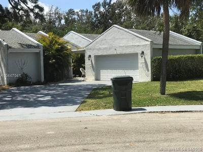 Palm Beach County Single Family Home For Sale: 299 NW 64th St