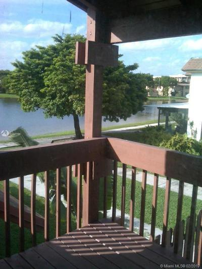 Miami Lakes Condo For Sale: 6765 NW 169th St #5E