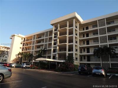 Pompano Beach Condo For Sale: 3000 N Palm Aire Dr #303