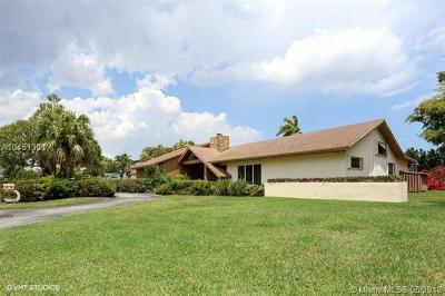 Pinecrest Single Family Home For Sale: 10825 SW 77th Ct