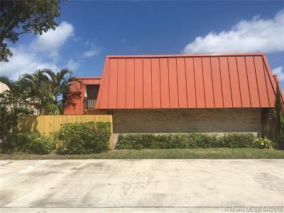 Palm Beach Gardens Condo For Sale: 3329 Gardens East Dr #A