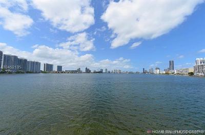 Sunny Isles Beach Condo For Sale: 301 174 #1418