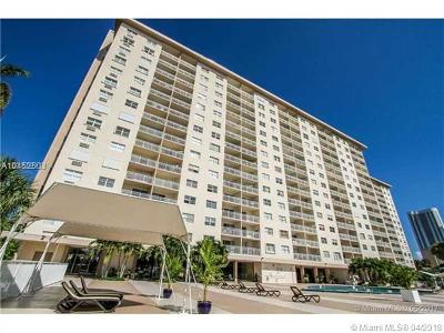 Sunny Isles Beach Condo For Sale: 400 Kings Point Dr #903
