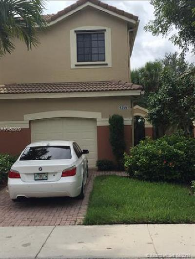 Weston Single Family Home For Sale: 4244 Vineyard Cr
