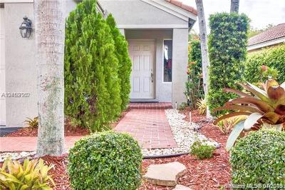 Weston Single Family Home For Sale: 4474 Dogwood Cir