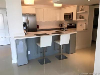 Sunny Isles Beach Condo For Sale: 100 Bayview Dr #1528