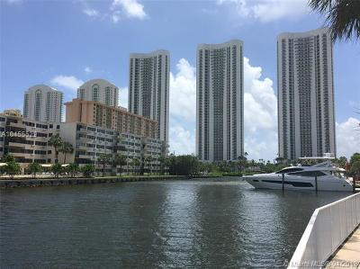 Sunny Isles Beach Condo For Sale: 300 Bayview Dr #301