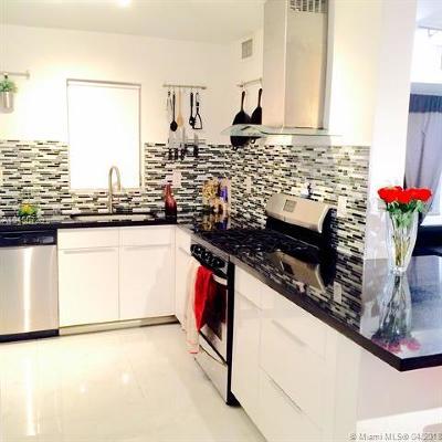 Miami Beach Condo For Sale: 525 Meridian Ave #307