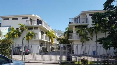Grape Tree Condo, Grape Tree Townhouse Cond Condo For Sale: 3137 SW 27th Ave #3137
