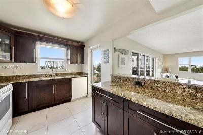Pompano Beach Condo For Sale: 1200 Hibiscus Ave #502