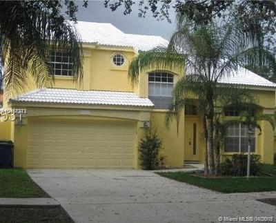 Broward County Single Family Home For Sale: 2716 Bogota Ave