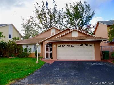 Hialeah Single Family Home For Sale: 7755 NW 187th Ter