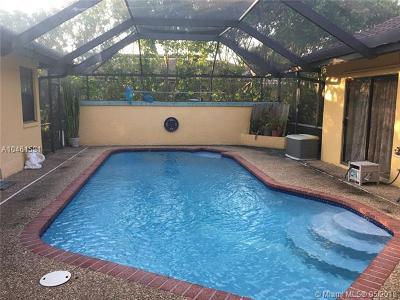 Margate Single Family Home For Sale: 7823 Sunflower Dr