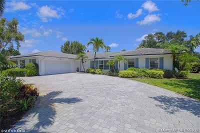 Tequesta Single Family Home For Sale: 144 Country Club Dr
