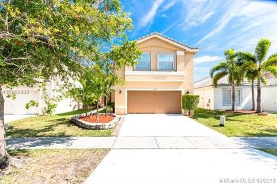 Miramar Single Family Home For Sale: 17375 SW 20th St