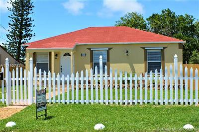 Riviera Beach Single Family Home For Sale: 128 W 16th St