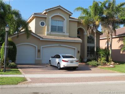 Sunset Lakes, Sunset Lakes Estates, Sunset Lakes One 164-34 B, Sunset Lakes Parcel D At, Sunset Lakes Plat One, Sunset Lakes Plat Three, Sunset Lakes Plat Three 1, Sunset Lakes Three, Sunset Lakes Two 166-24 B Single Family Home For Sale: 18672 SW 55th St