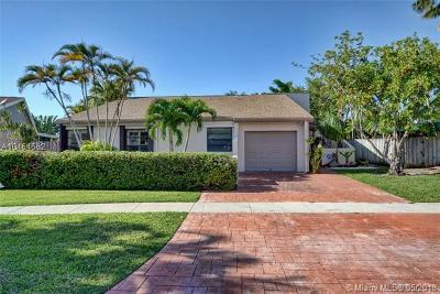 Weston Single Family Home For Sale: 16821 Royal Poinciana Dr