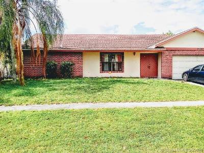 Lauderhill Single Family Home For Sale: 7130 NW 46th Ct