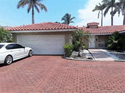 Fort Lauderdale Single Family Home For Sale: 2448 Bayview Dr