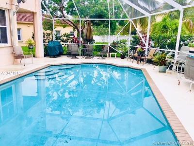 Weston Single Family Home For Sale: 954 Tanglewood Cir