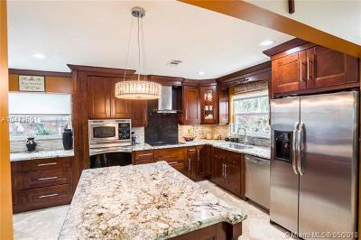 Hollywood Single Family Home For Sale: 719 N 31st Rd