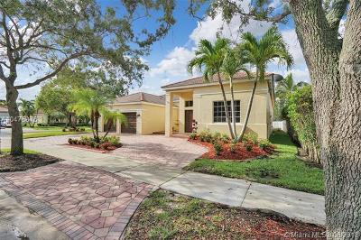 Weston Single Family Home For Sale: 829 Heritage Dr.