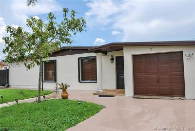 Hialeah Single Family Home For Sale: 8250 NW 180th St