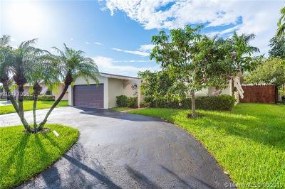 Pembroke Pines Single Family Home For Sale: 9349 NW 23rd St